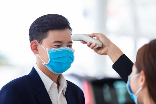 Koronavirüs ile ortaya çıkan yeni meslek: Ateş ölçücüler